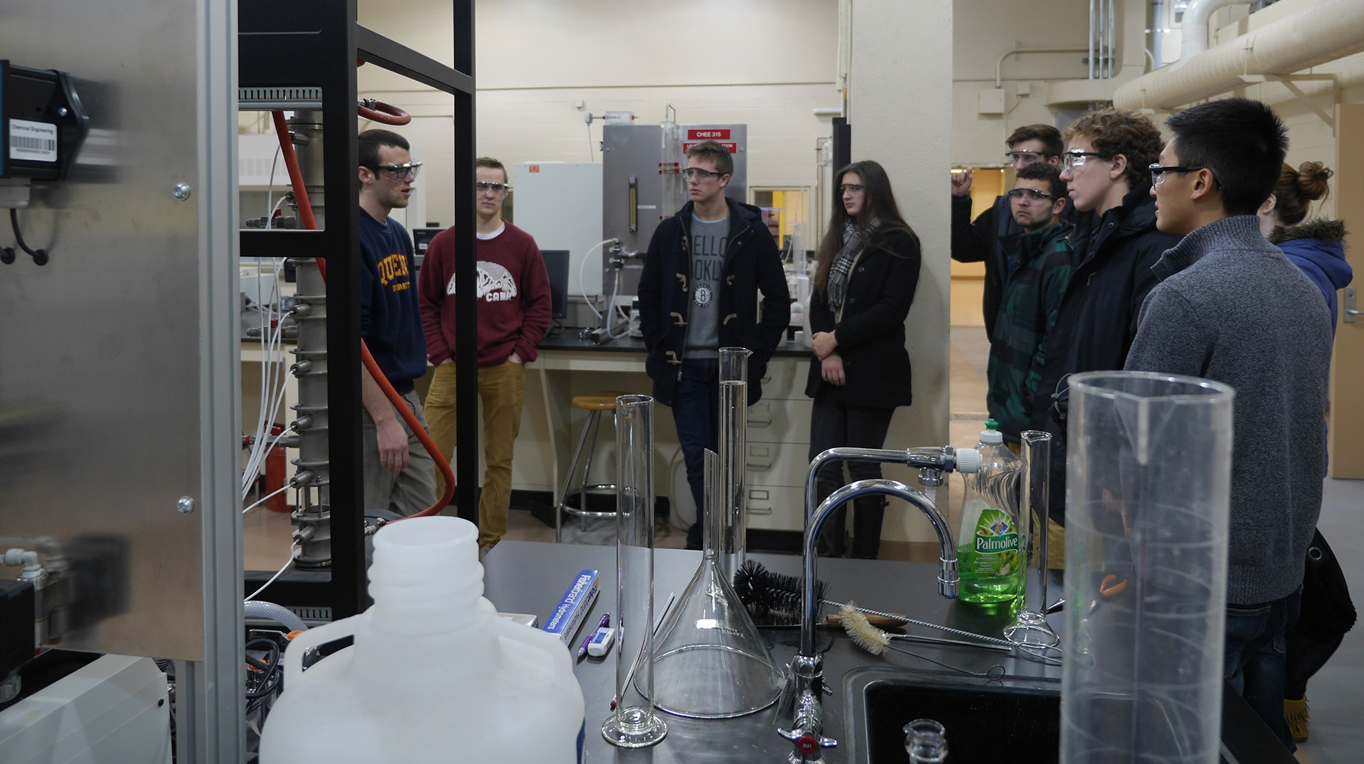 Queen's Engineering students in a Chemical Engineering lab