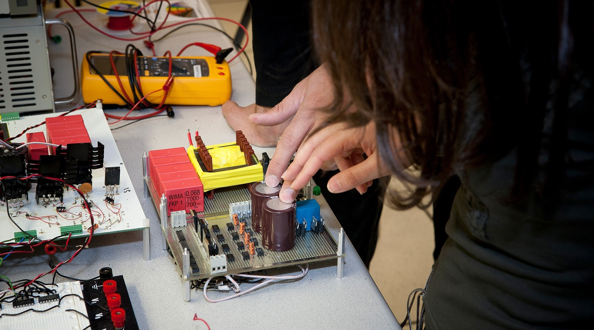 Hands-on in an Electrical and Computer Engineering lab